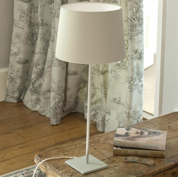 clay-iron-table-lamp